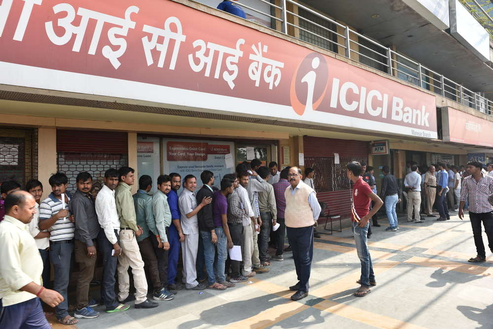 Long queue of people outside banks in Gurgaon to deposit old 500 and 1000 currency notes. singh_lens / Shutterstock.com