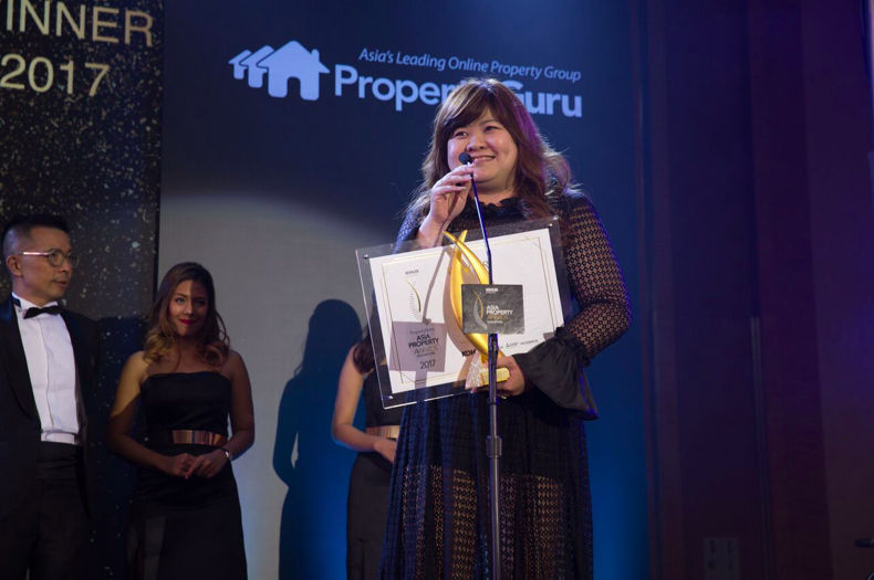 Dora Chng of GuocoLand accepts the award for Best Developer at the PropertyGuru Asia Property Awards (Singapore) 2017