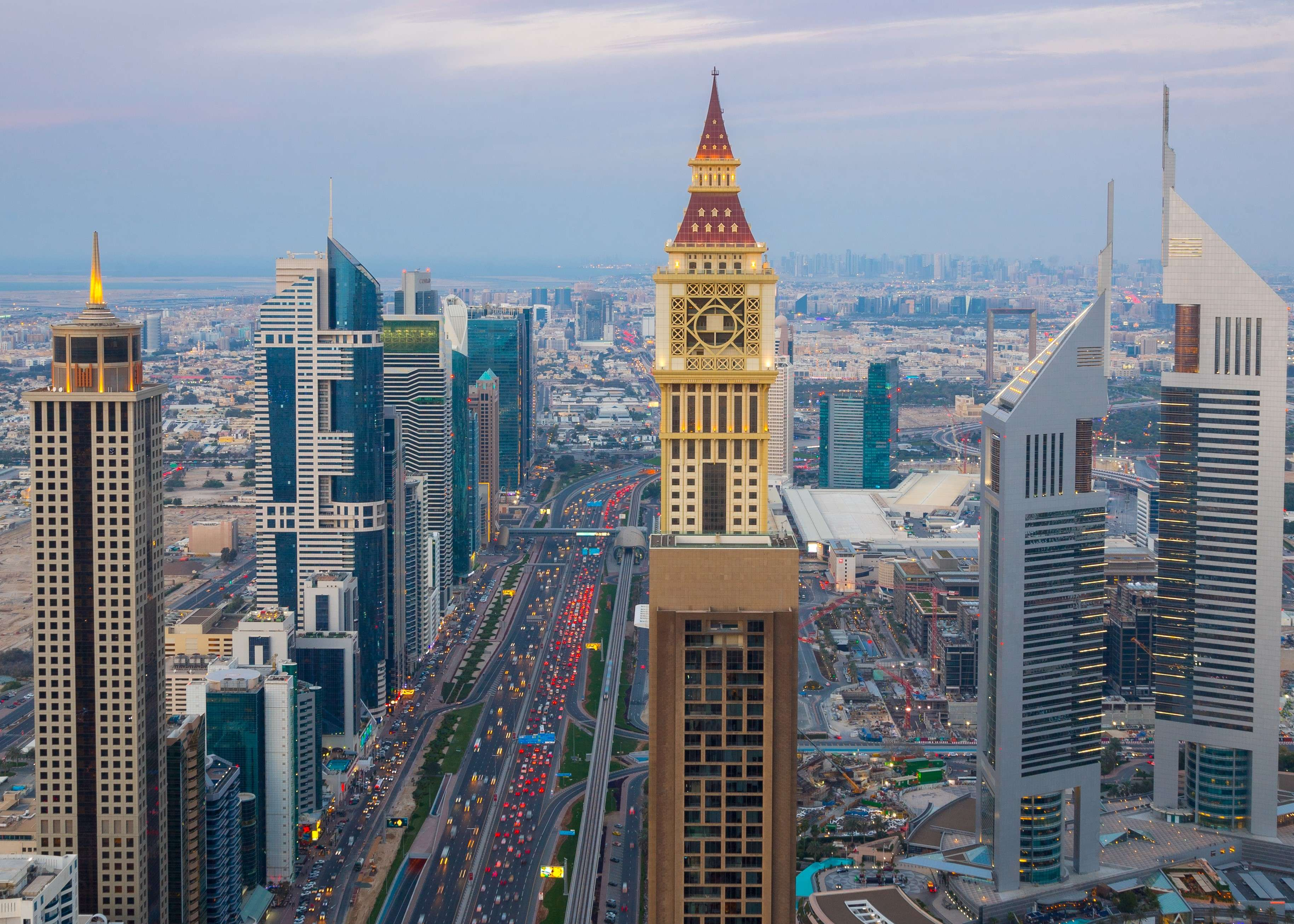 Dubai reaches dizzying heights: the project of the first rotating skyscraper is discussed 76