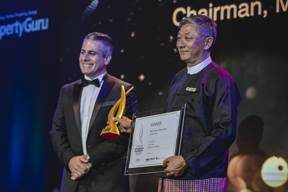 U Yang Ho, chairman of Mottama Holdings, accepts the 2018 Myanmar Real Estate Personality of the Year award from PropertyGuru's director of agent and developer product Jason Gregory.