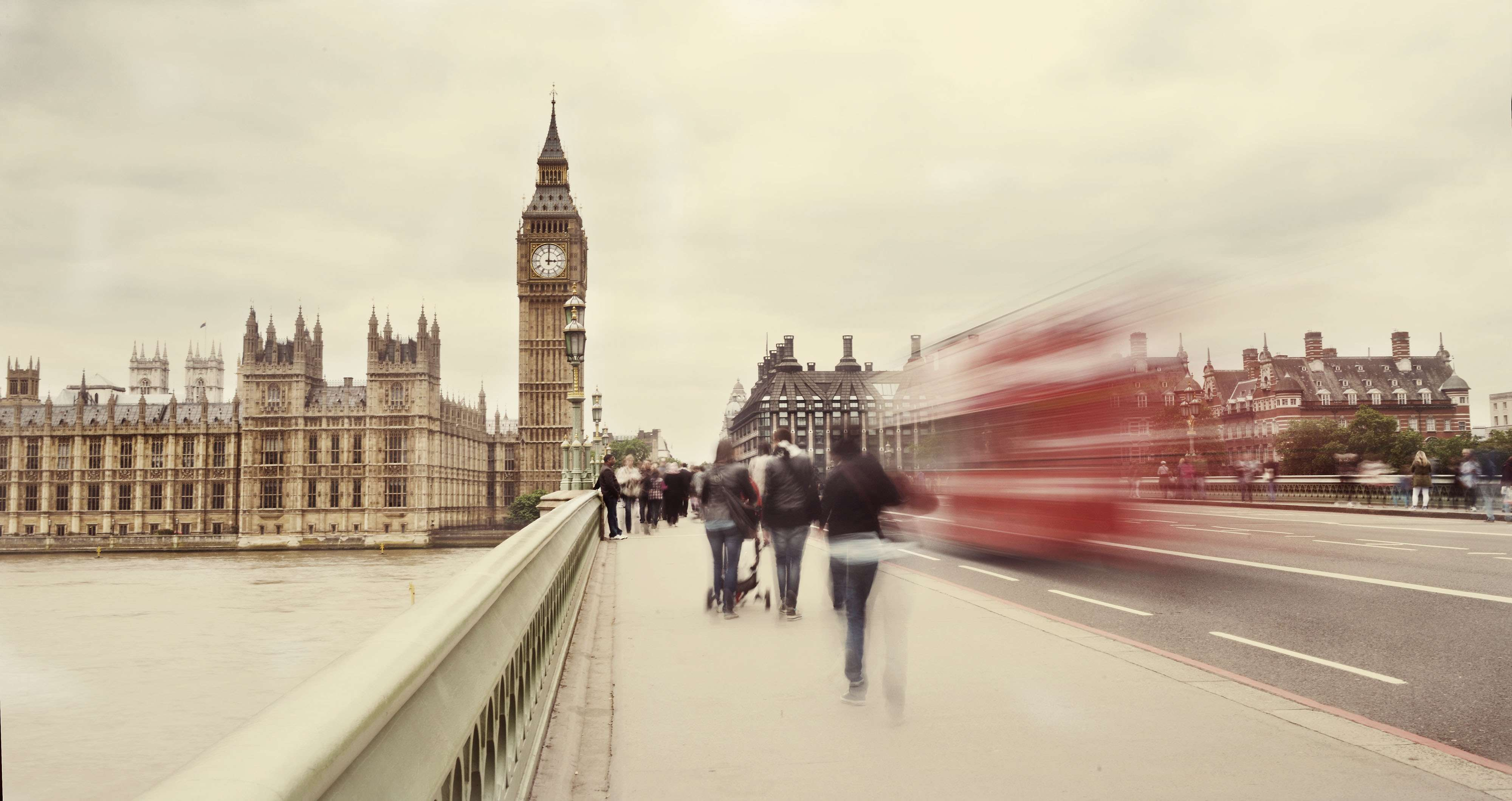 London is an important global intersection for investors, international students, and tourists from Asia and the Middle East. Image: Daniel Gale/Shutterstock