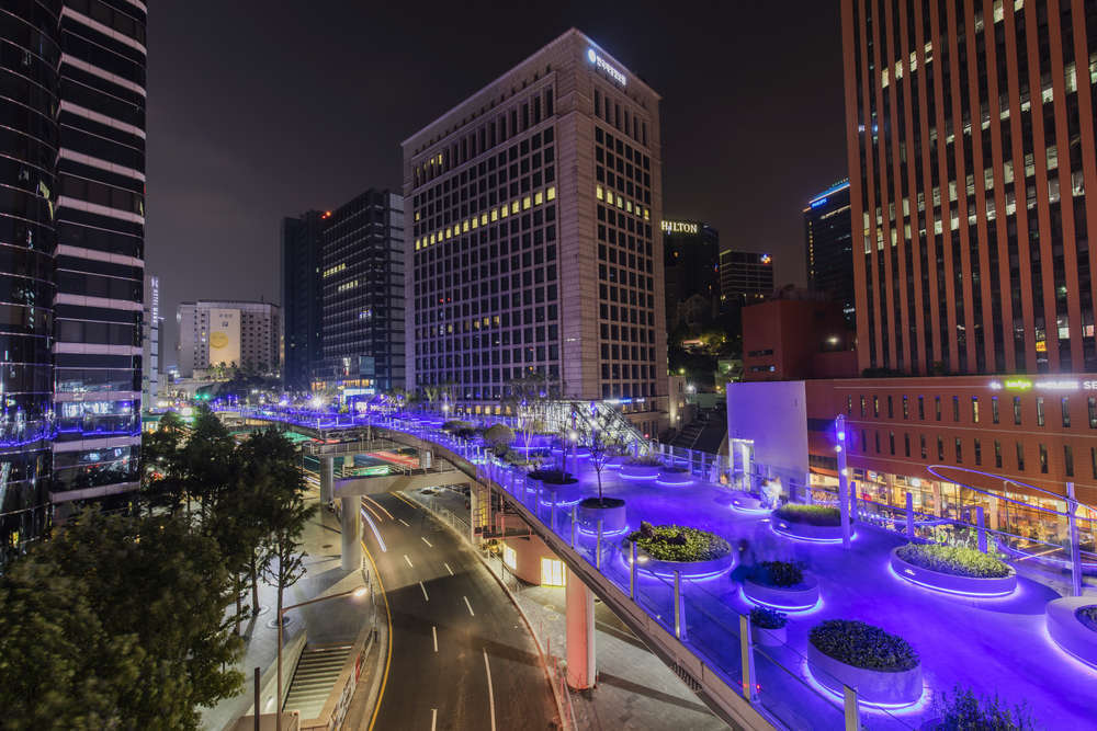 The Seoullo 7017 Project turns a Seoul highway into a pedestrian walkway. kampon warit/Shutterstock