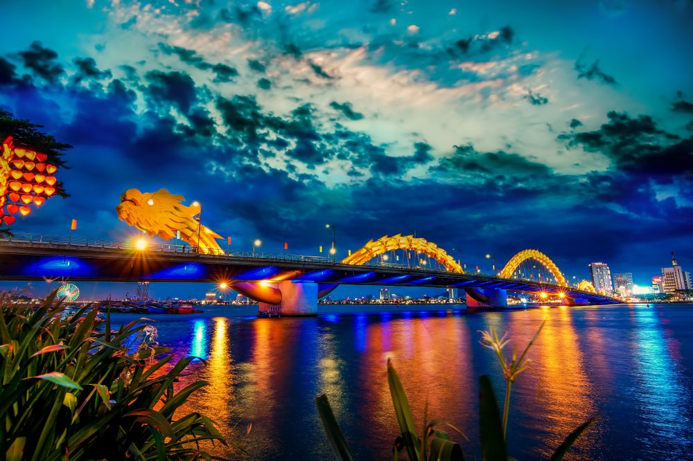 Dragon Bridge in Da Nang, Vietnam. Tang Trung Kien/Shutterstock