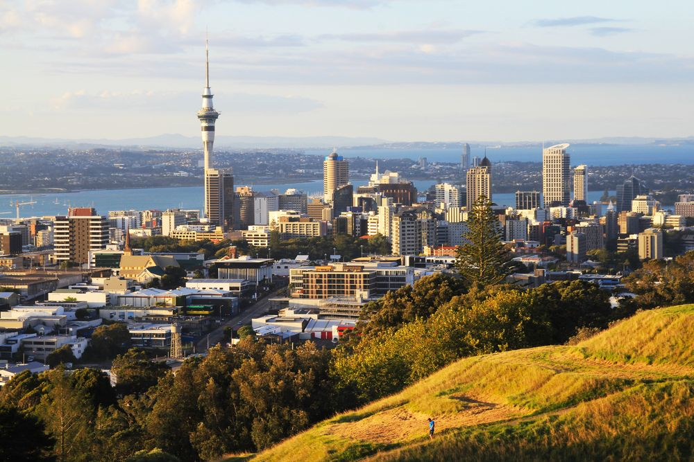 Downtown Auckland as viewed from Mt Eden. Sorang/Shutterstock