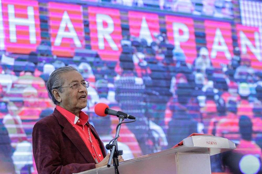 Newly elected Prime Minister of Malaysia Mahathir Mohamad delivers his speech during the Pakatan Harapan meeting in Shah Alam. Aizuddin Saad/Shutterstock